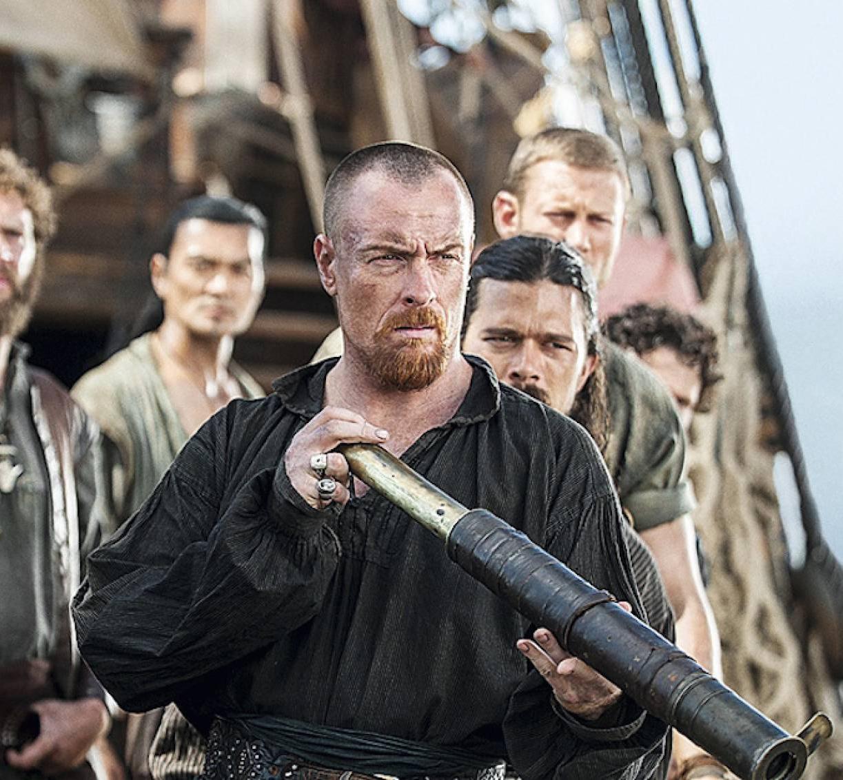 pirata mirando por el catalejos